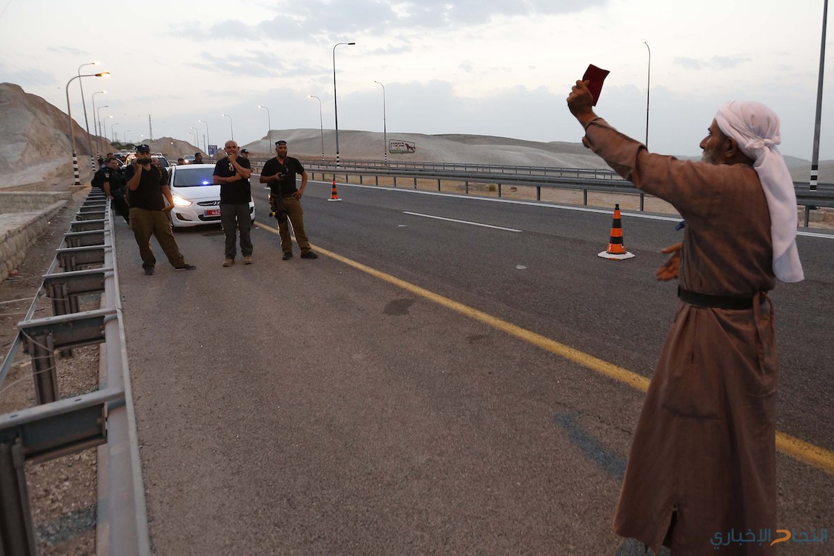 قوات الاحتلال تقتحم قرية الخان الاحمر، و تهدم قرية الواد الاحمر التي أقامها نشطاء فلسطينيون للاحتجاج على خطة الاحتلال لهدم قرية خان الأحمر البدوية الفلسطينية .