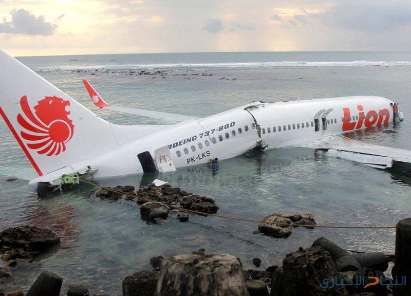السلطات الإندونيسية تواصل انتشال حطام الطائرة