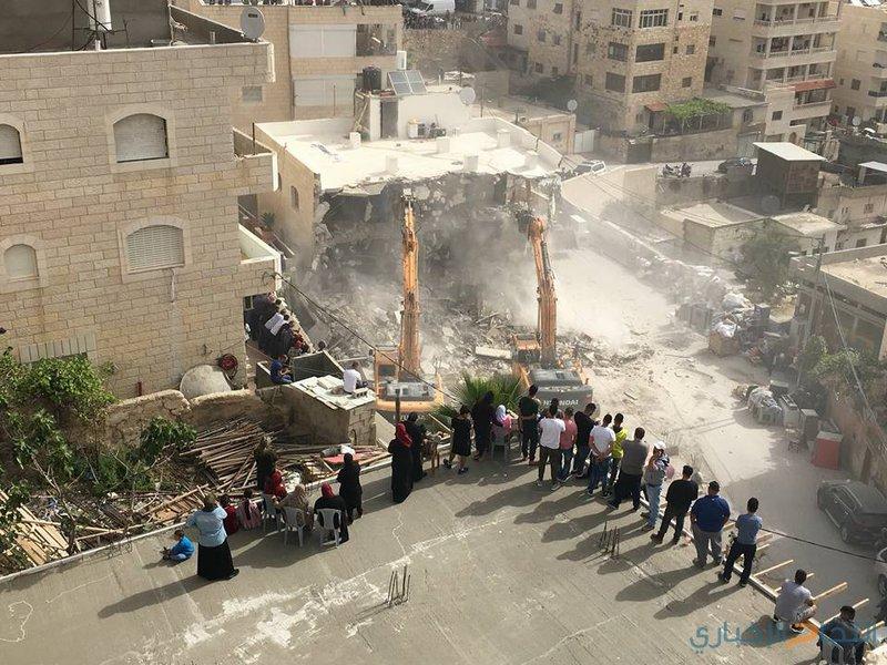 الاحتلال يهدم بناية سكنية لعائلة السعيري بشعفاط