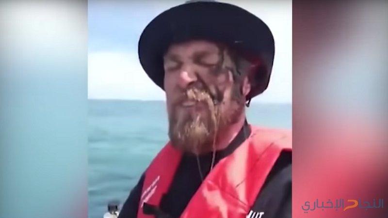 حبّار ينتقم من صياد سمك على طريقته الخاصة!