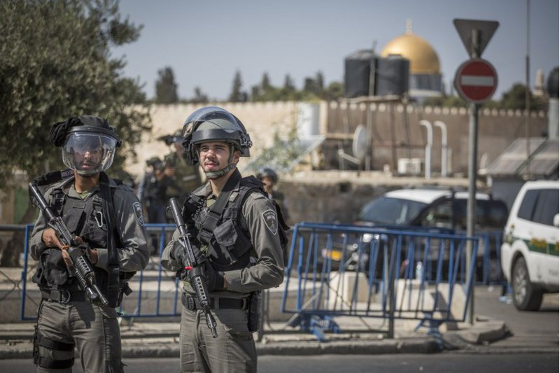 الاحتلال يعتقل 5 مقدسيين ويصيب آخرين بالضرب