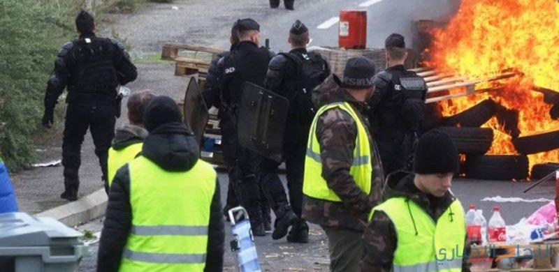 الحكومة الفرنسية تواصل التراجع ودعوات لفرض الطوارئ