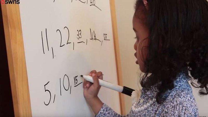 طفلة عبقرية عمرها أربع سنوات فقط