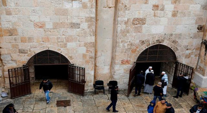 الاحتلال يقتحم مصلى باب الرحمة ويأخذ قياساته