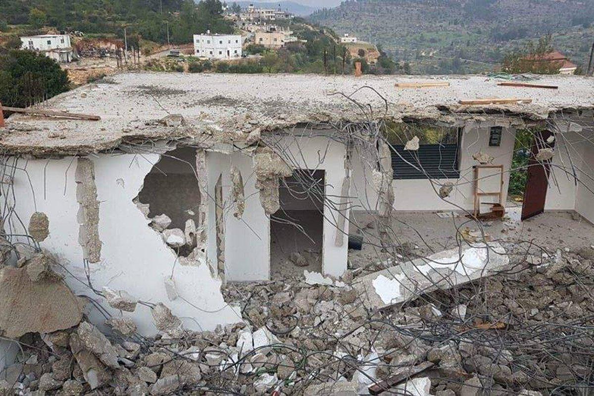 منزل عائلة الشويكي الذي هدمته قوات الاحتلال في قرية الولجة صباح اليوم .