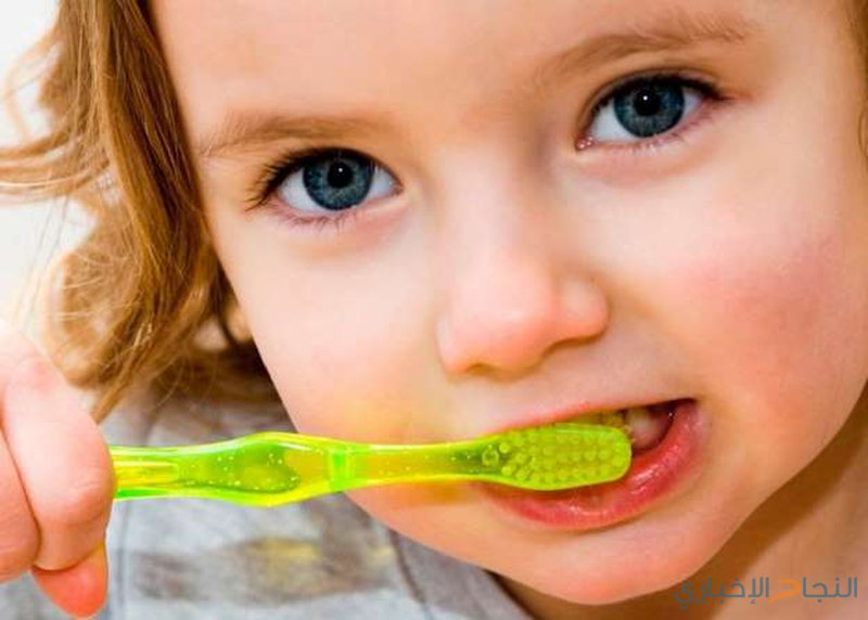 تبادل فرشاة الأسنان بين الأطفال تسبب ضعفا في النطق وسعال