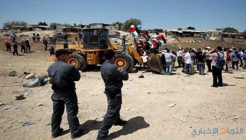 الاحتلال يقتحم قرية الخان الأحمر ويصورها