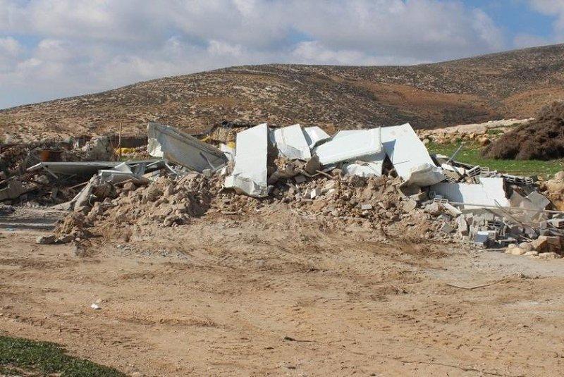 الاحتلال يهدم عدة مساكن في مسافر يطا