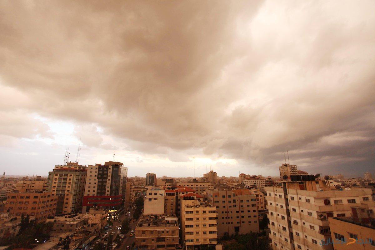 صورعامة تظهر أجواء قطاع غزة خلال المنخفض الجوي.