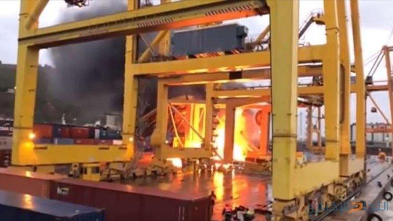 رصد حريق هائل في ميناء برشلونة!