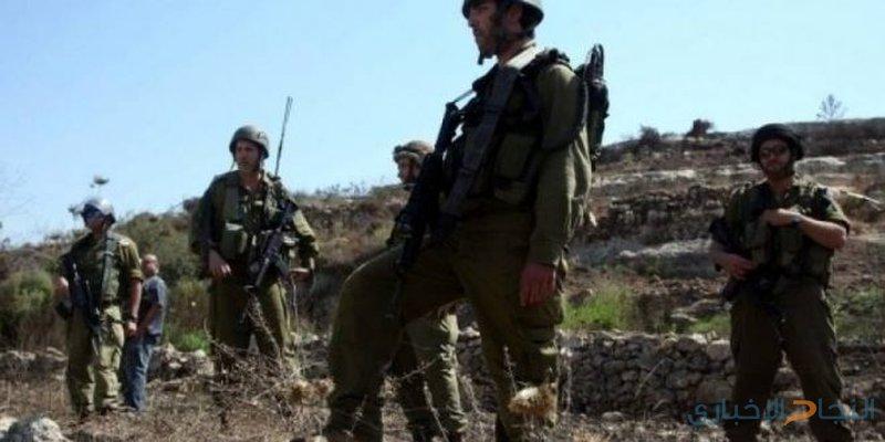 الاحتلال يعتقل مواطنا من أرضه في بلدة الخضر