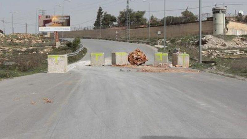 الاحتلال يغلق طريق الجلزون شمال البيرة