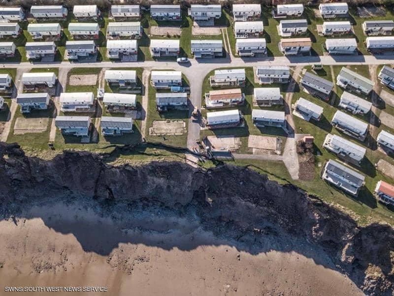 عشرات المنازل الفارهة في بريطانيا تواجه خطر الاندثار المفاجئ!