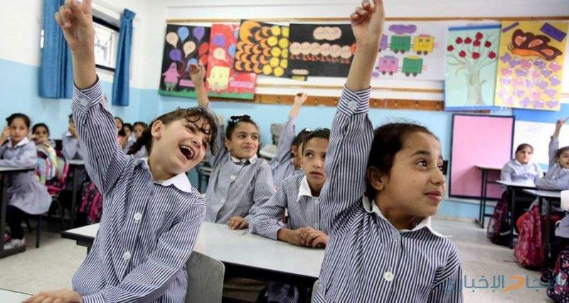 """""""الشؤون التربوية"""" يرفض إحالة الأونروا لحملة الدبلوم من المعلمين إلى التقاعد"""