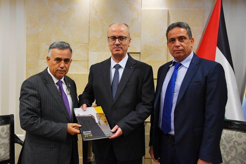 الحمد الله يتسلم تقرير إنجازات صندوق اقراض البلديات للعام 2018