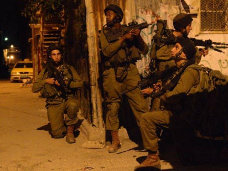 الاحتلال يقتحم منازل عائلة سعيفان ويعتدي بالضرب على سكانها