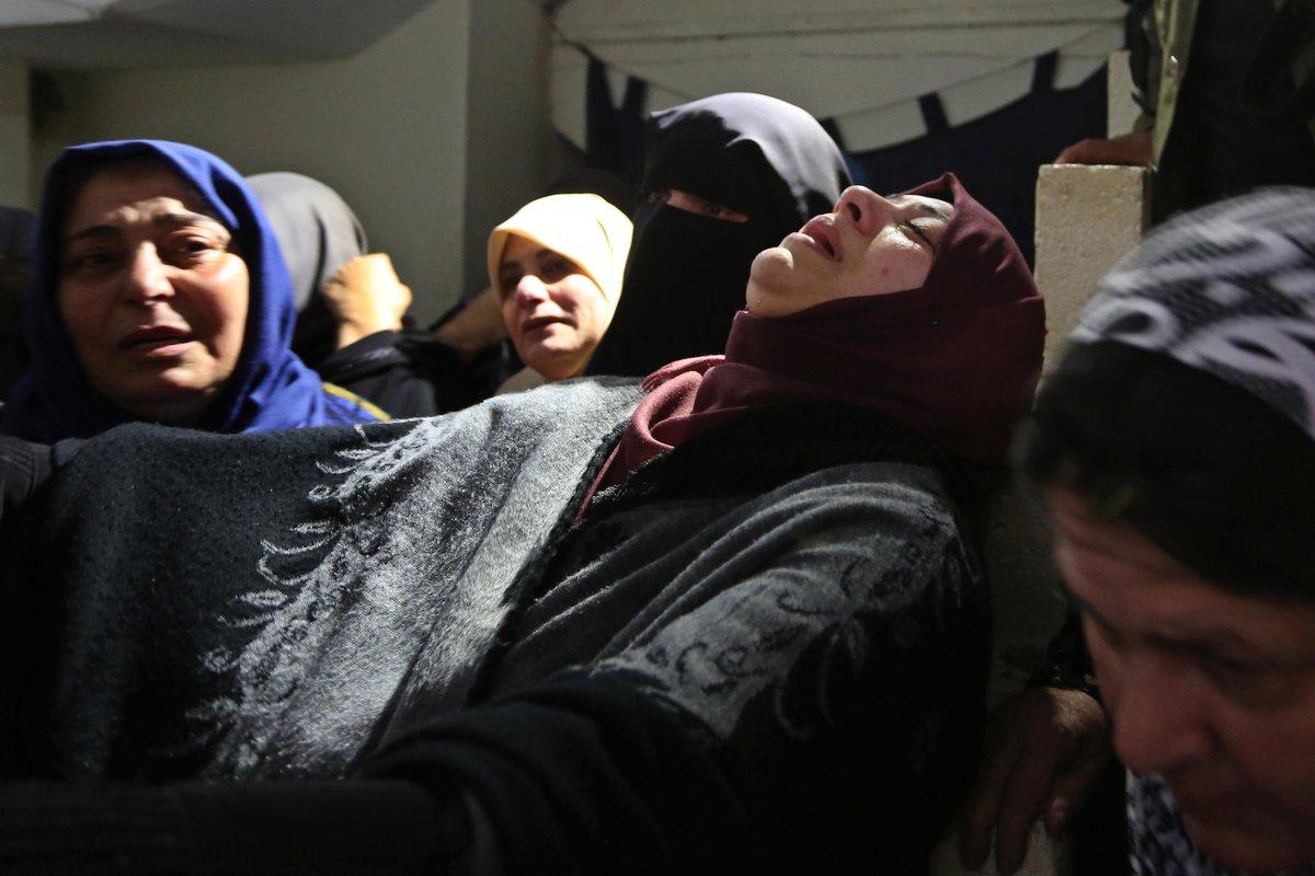 تشييع جثمان الشهيد بسام صافي في قطاع غزة، وكان قد أصيب بقنبلة غاز في رأسه قبل نحو أسبوعين بمسيرات العودة وكسر الحصار شرق خان يونس جنوب قطاع غزة.