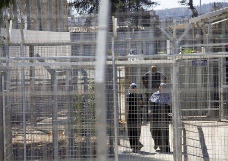 نادي الاسير: 79 ابنا وابنة تحرمهم سلطات الاحتلال من أمهاتهم