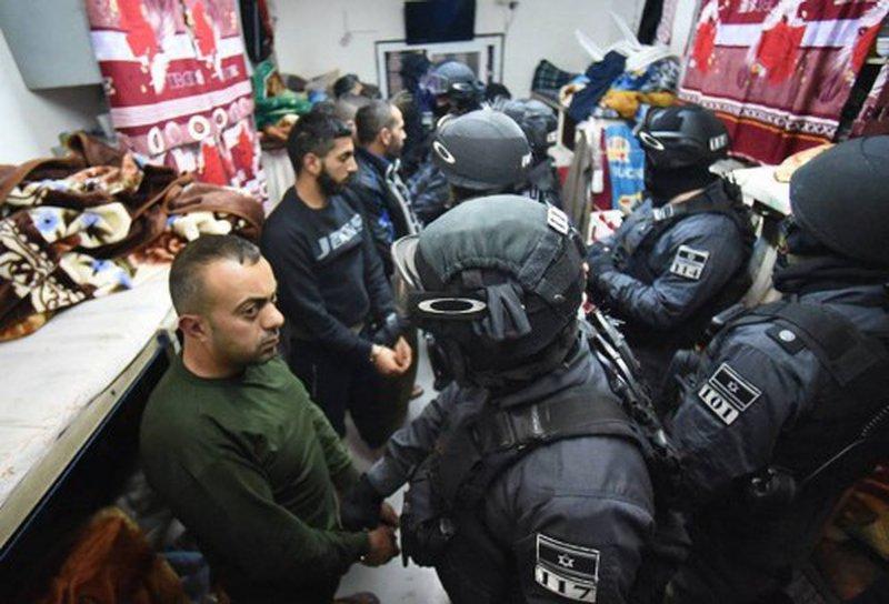 """قوات القمع تقتحم قسم 10 في سجن """"ايشل"""""""