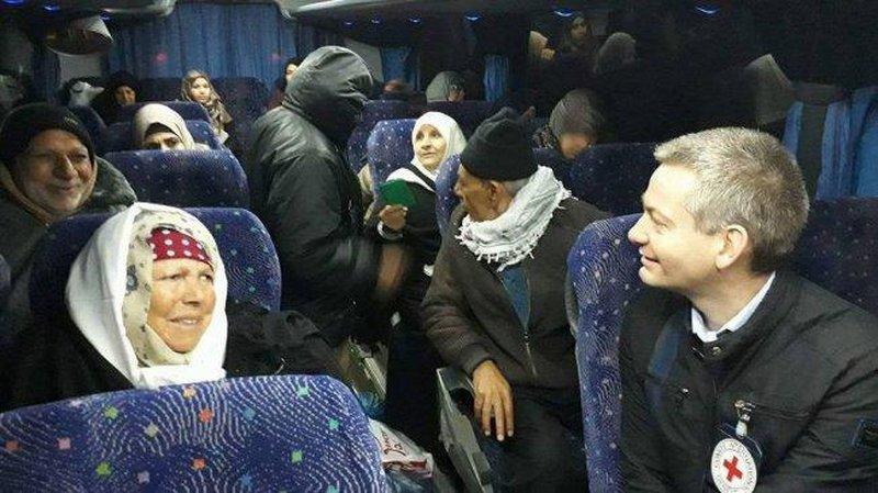 """11 من ذوي أسرى غزة يزورون أبنائهم في """"نفحة"""""""
