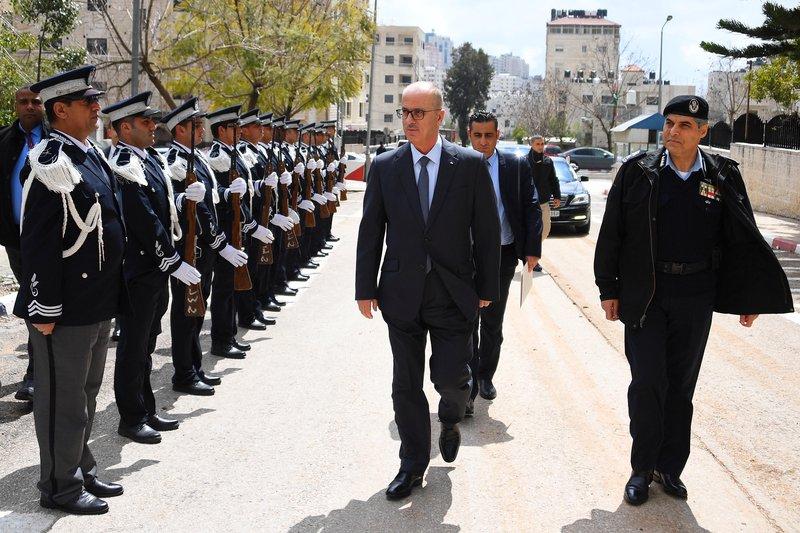 الحمد الله يزور الادارة العامة لجهاز الشرطة