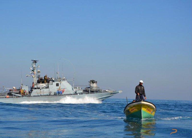 زوارق الاحتلال تعتقل صيادين اثنين قبالة بحر مدينة غزة