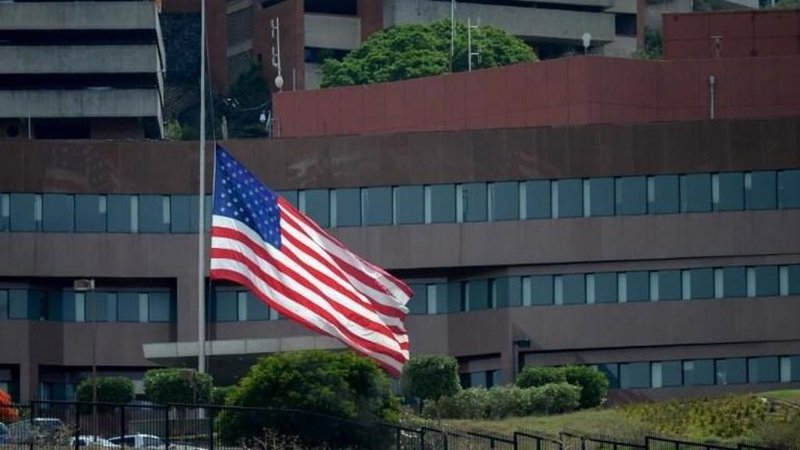 أميركا تسحب جميع دبلوماسييها من فنزويلا