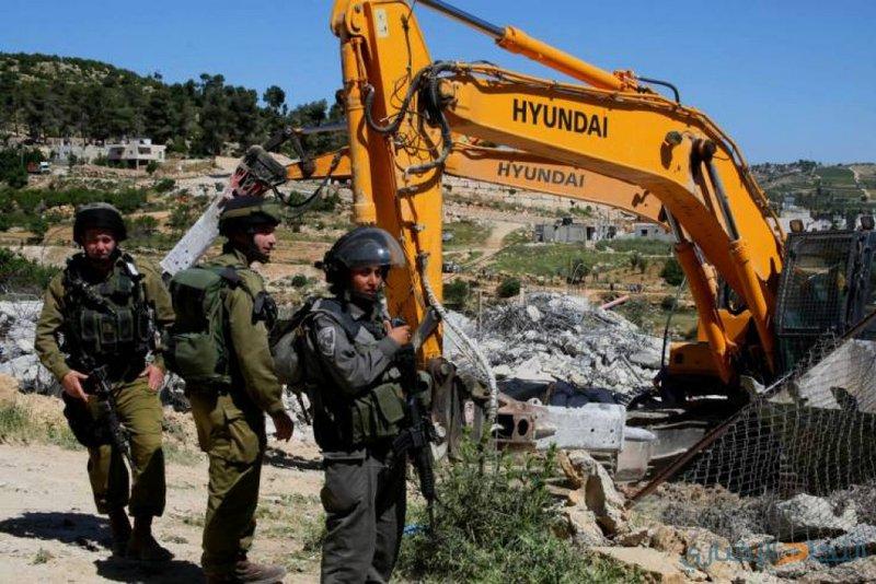 قوات الاحتلال تهدم ثلاث منشآت بعدة مناطق في القدس