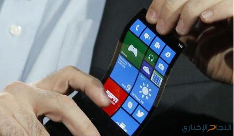 أول هاتف قابل للطي في العالم يحرج هواوي وسامسونغ