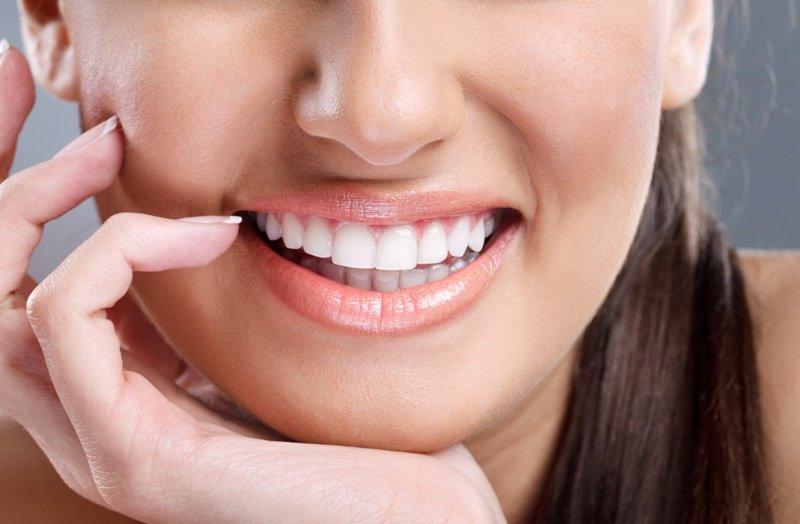 7 أشياء تدمر صحة أسنانك ابعد عنها