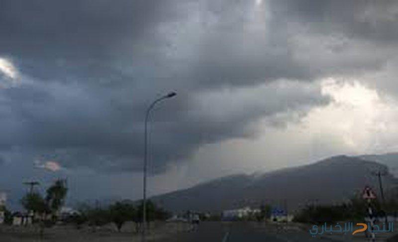 انخفاض على درجات الحرارة وزخات متفرقة من الأمطار