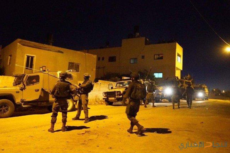 الاحتلال يداهم مسجداً في نابلس ويعتقل شابين