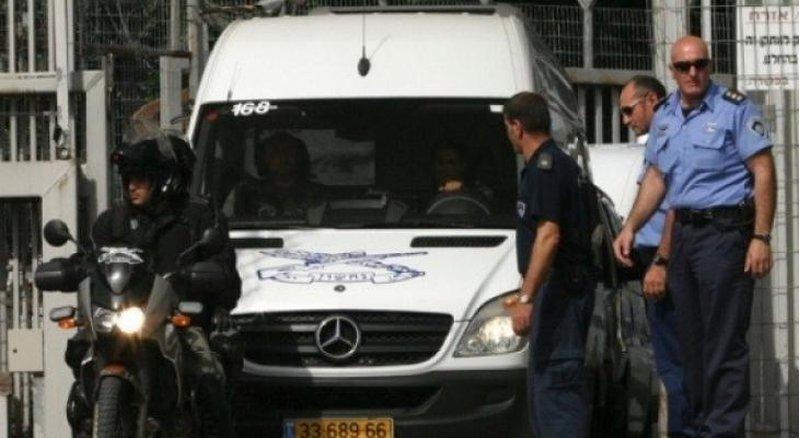 الاحتلال يفرج عن مواطن ويستدعيه للتحقيق