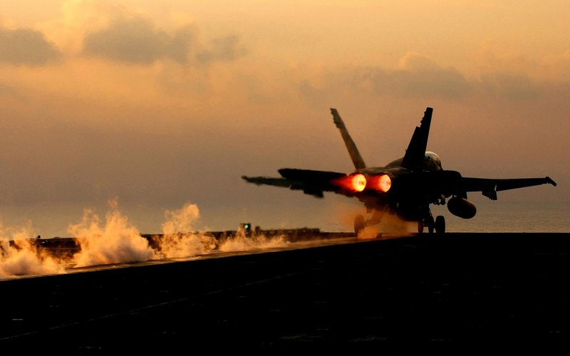 طيران الاحتلال يشنّ غارات وهمية في أجواء قطاع غزة