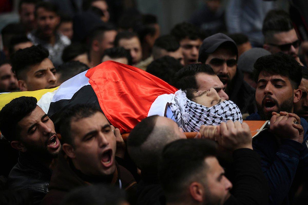 خلال تشييع جثمان الشهيد محمد شاهين ، الذي قُتل برصاص الاحتلال في مدينة سلفيت
