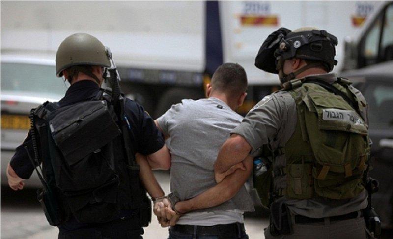 الاحتلال يعتقل مواطنين على حاجز حوارة