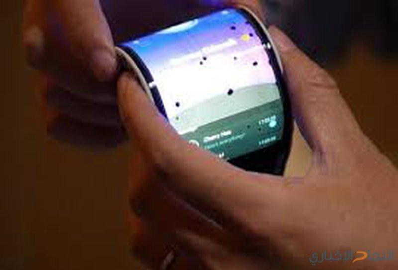 أول هاتف قابل للطي يحرج أشهر شركات الهواتف