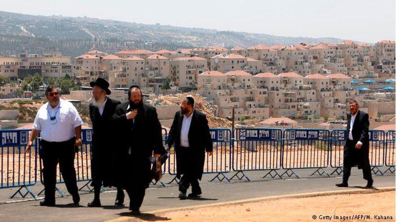 """""""العودة"""" يُطالب بإصدار قاعدة بيانات للشركات العاملة بالمستوطنات"""