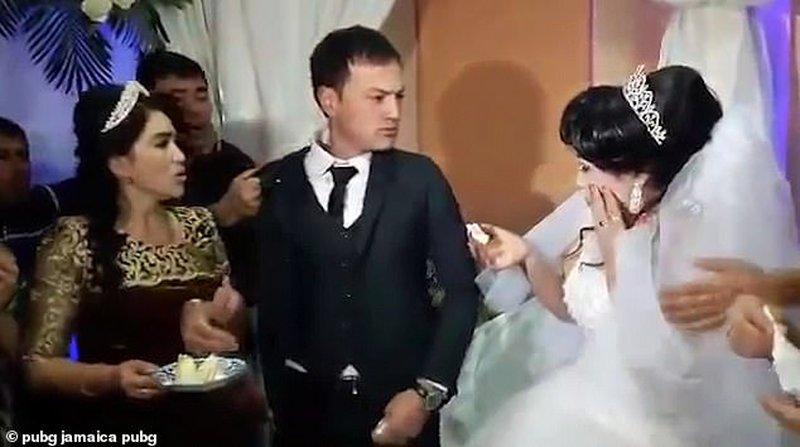 """عريس يضرب زوجته في حفل الزفاف أمام الجميع..والسبب لن """"تتخيله""""!"""