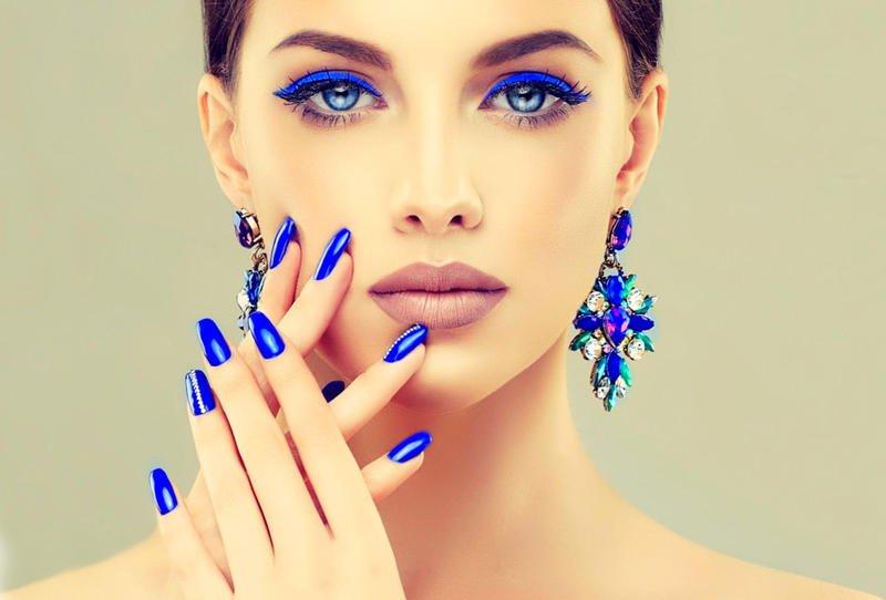 الأزرق يلوّن جمالك هذا الصيف