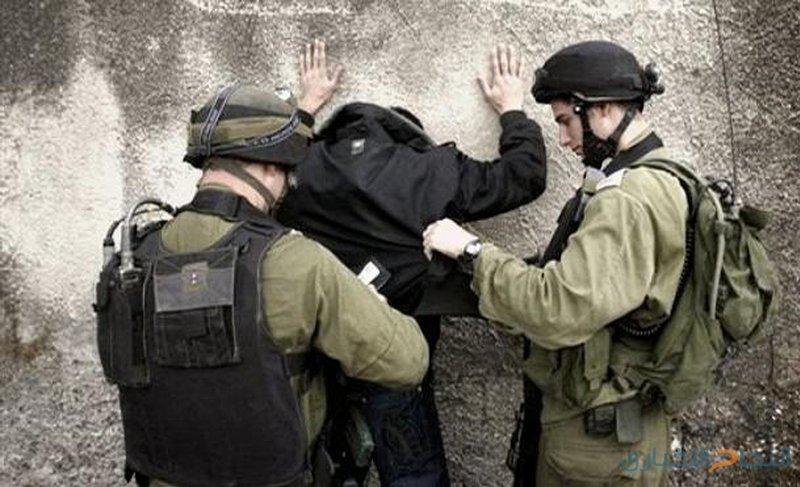 قوّات الاحتلال تنكّل بأسير خلال عملية اعتقاله