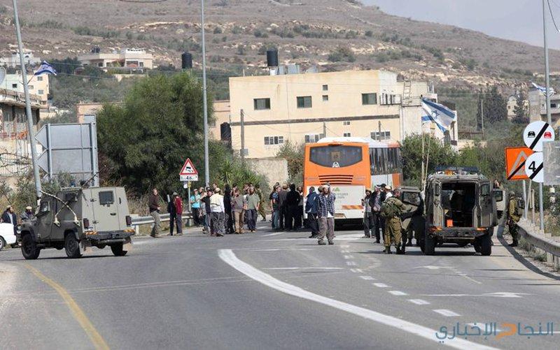 قوة خاصة للاحتلال تعتقل عددا من الشبان