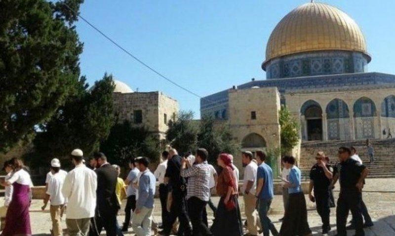 139 مستوطنا وطالبا تلموديا يقتحمون الاقصى