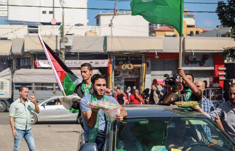بالصور| أجواء المصالحة من ساحة الجندي المجهول في غزة