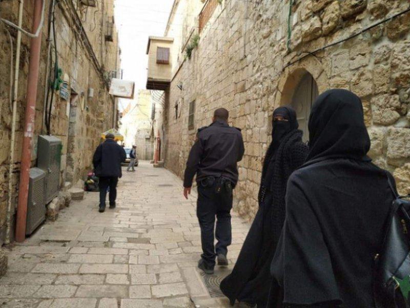 الاحتلال يعتقل 7 سيدات من الاقصى ويحتجزهن للتحقيق