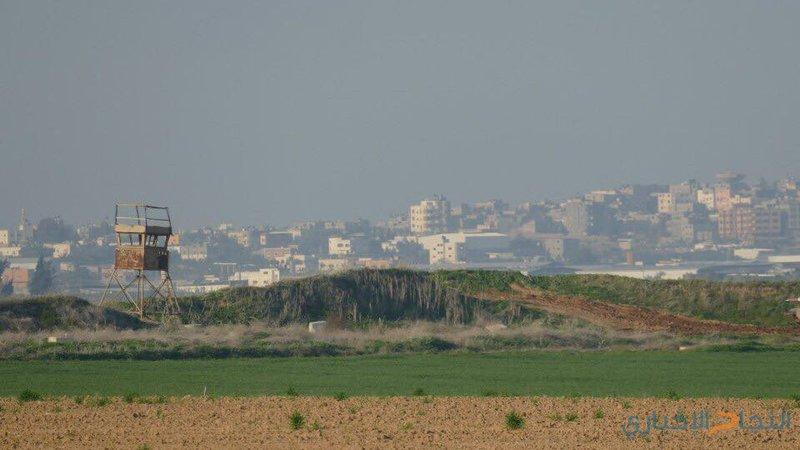 سقوط بالون يحمل جسما مجهولا من غزة
