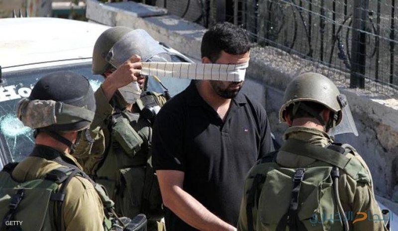 الاحتلال يعتقل أسيرين محررين ويستولي على نقود