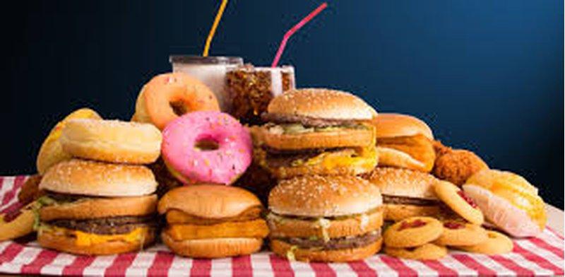 دراسة: الأطعمة السريعة تقلص سنوات عمر الإنسان بسرعة كبيرة