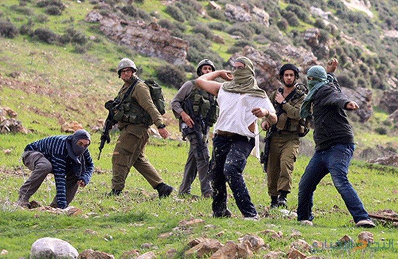 اصابة مواطن ونجله باعتداء للمستوطنين في الخليل