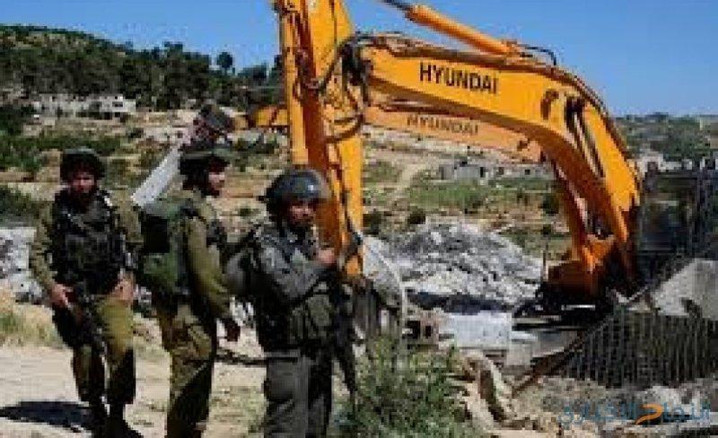 الاحتلال يخطر بوقف البناء في أربعة منازل زراعية